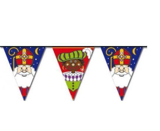 Niets is vrolijker dan het ophangen van een Sinterklaas en Zwarte Piet vlaggenlijn. De vlaggetjes hebben allemaal verschillende afbeeldingen van Sint Nicolaas en Piet.Verkrijgbaar in diverse afmetingen.Vlaggenclub heeft nog veel meer leuke, originele Sinterklaas en Zwarte Piet versieringen en feestartikelen.Kijk op onze site https://www.vlaggenclub.nl/overige-vlaggen/feestversiering-kinderfeestje-thuis/sinterklaas-feest-versiering-sint-en-piet.html