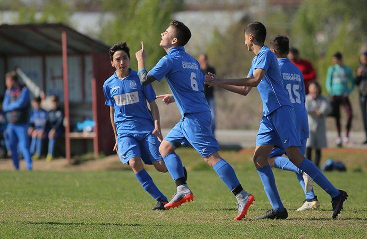 Frații Pristolian sunt binecunoscuți în fotbalul bucureștean. Despre Gabriel și Victor am tot amintit în ultimii ani, însă vineri dimineață