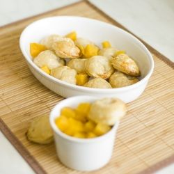 Very easy to prepare crispy dumplings made of french pastry with pumpkin stuffing (in Polish, translator in sidebar)