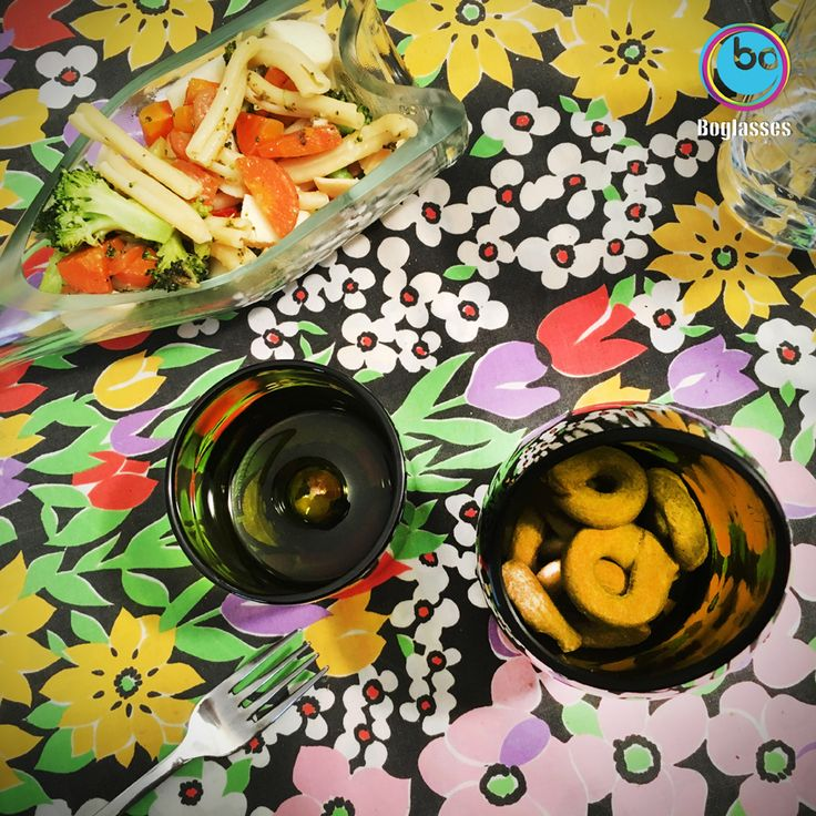 Flower power! Ecofriendly spring with glass Bo Nabucco vase and Turandot plate! #boglasses all the products here http://goo.gl/tV44nb  #ecofriendly #nature #spring #ecodesign #sustainability#recycle  #pasta #friends #springtale #