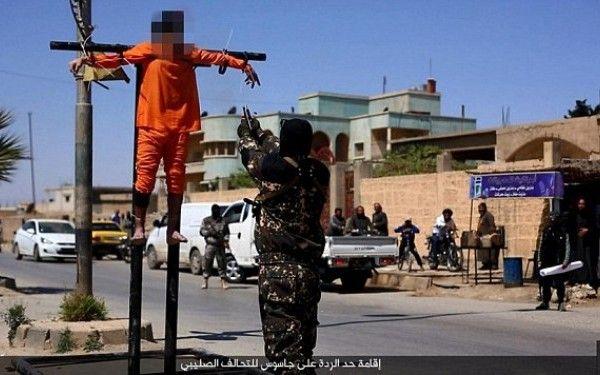 Crucificati si impuscati in cap de teroristii ISIS