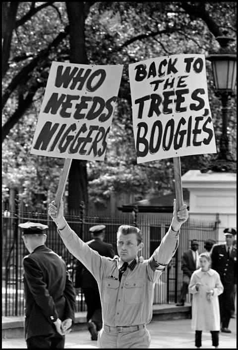 Bob Adelman  USA. Washington D.C. 1962. Hate speech, the White House.  Image Reference  NYC19218  (ADB1962002W00008/22)  © Bob Adelman/Magnum Photo