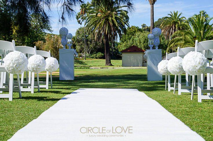 Simple and elegant - Queens Gardens www.circleofloveweddings.com.au