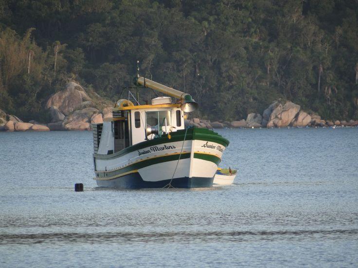 Barco na praia de Canto Grande - Bombinhas - SC
