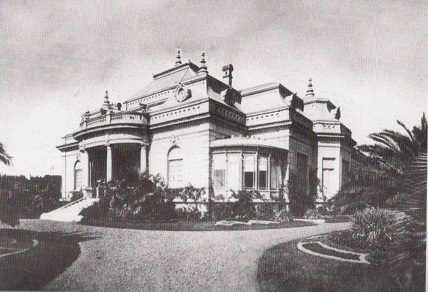 Chalet Tornquist en Mar del Plata Esta mansión estaba ubicada sobre el Boulevard Marítimo, Arenales y Av. Colón. Fue proyectado por el arq. Carlos Nordmann y construida en 1907. Ocupaba media manzana.