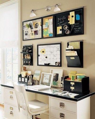 bureau organisé avec outils au mur : calendrier, stylos, ardoise, mémos, range documents... http://www.unregardcertain.fr/30-idees-et-inspirations-de-decoration-pour-la-piece-du-bureau/2031