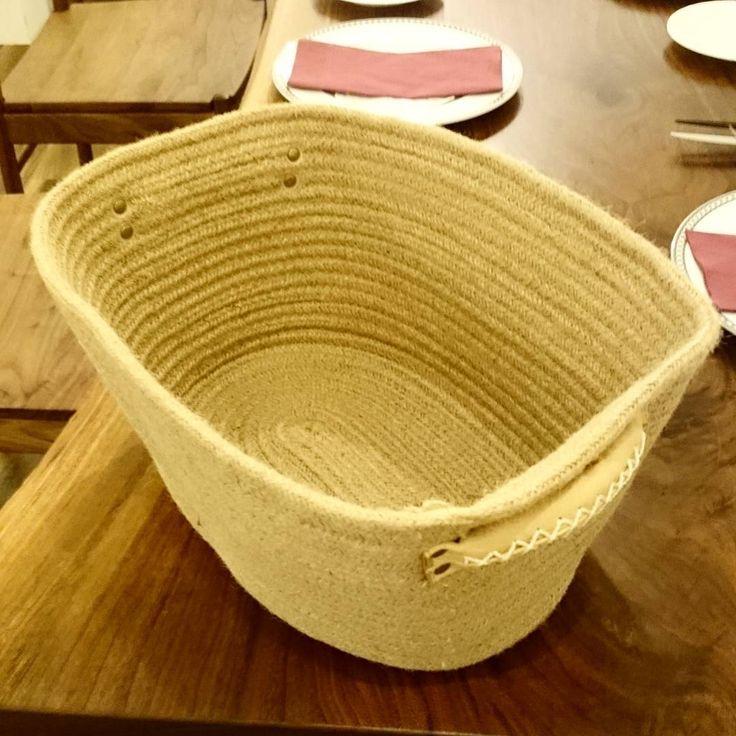 Basket of Bag with hemp (handmade)  お客様の鞄を入れるためのバスケットを購入しました麻のロープをくるくると巻き上げたハンドメイドのものナチュラルな面持ちが気に入っておりますお客様の大切の鞄のお供にどうぞお使いください #vitis #vinifera #wine #toyohashi #japan #taizo #sommelier #chef #boulanger #patissier #pizzaiolo #bartender #cocktail #cigarmanager #cigar #coffeeinstructor #basket #ヴィティス #ヴィニフェラ #ワイン #豊橋市 #愛知県 #ソムリエ #バスケット