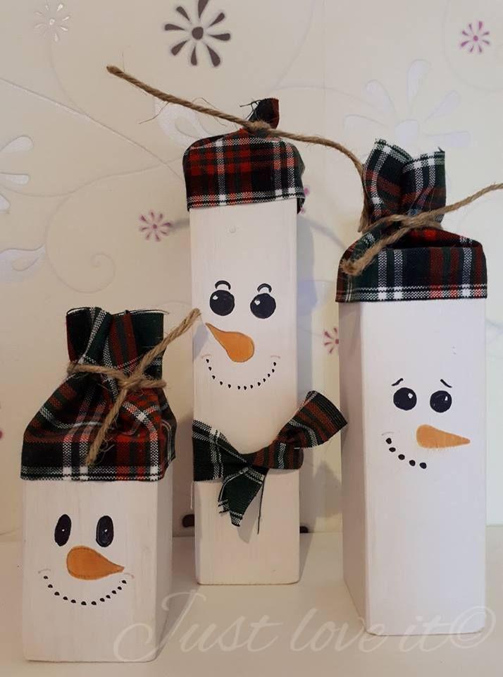 Set van 3 houten sneeuwpoppen met muts.  Afmetingen zijn 8x5cm, 15x5cm, 20x5cm.  Wil je dat de sneeuwpoppen een andere uitstraling in de ogen hebben, andere monden of een andere neus, let me know!  Prijs: €19.95  Bestellen? Stuur me een pb of stuur een mailtje naar just-love-it-belettering@hotmail.com