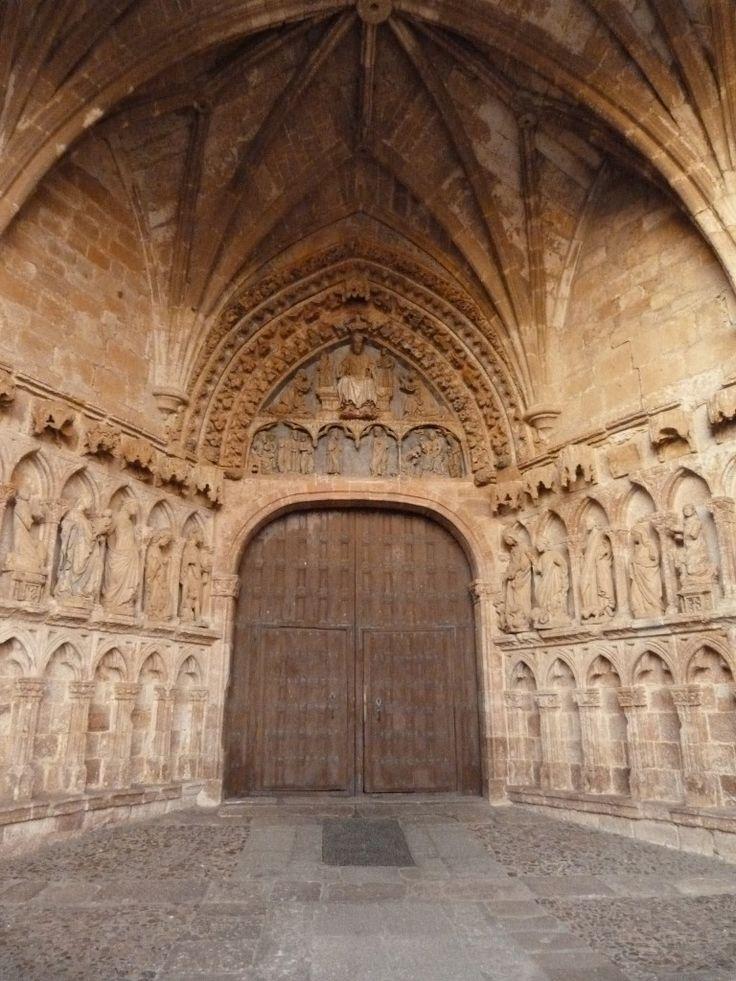 Templo de Santa María la Real (La Hiniesta) Zamora, España. Vista de la Portada gotica