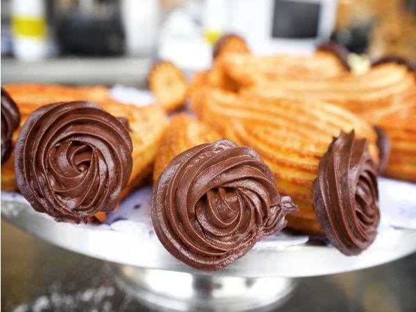 Aprende cómo hacer la Receta de churros rellenos de chocolate fácilmente y descubre más de 1000 Recetas de Dulces de chocolate en Chocolate Negro