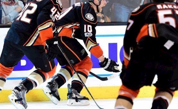 Com gol de Corey Perry, Ducks vencem Oilers de virada na 2ª prorrogação
