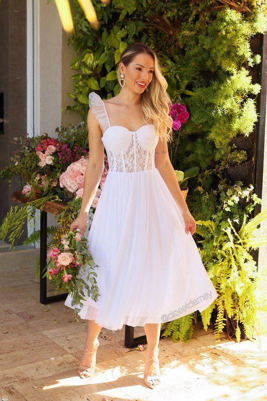 Vestido de noiva, midi, para casamento civil. Com bojo meia taça, modelo corselet com renda,… em 2021 | Vestido para noivas casamento civil, Vestidos, Looks casamento civil