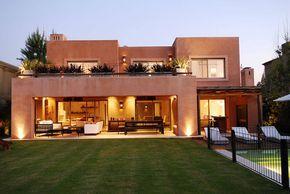 EXTERIORES : Casas modernas de JUNOR ARQUITECTOS