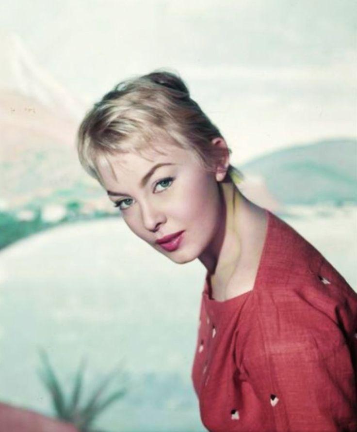 """NEWS / Dominique WILMS (de son vrai nom Claudine Maria Célina WILMES ou Claudine Dominique Wilmès) est une actrice belge, née le 8 juin 1930 à Montignies-sur-Sambre (Belgique). / MINI-BIO / Née en 1930, Dominique WILMS a suivi des études à l'école des Beaux-Arts de Paris. Par la suite, elle devient mannequin. Edmond T. GREVILLE la remarque et la recommande auprès de Bernard BORDERIE pour le rôle principal dans son prochain film, """"La Môme vert-de-gris"""", d'après le roman de Peter CHEYNEY…"""