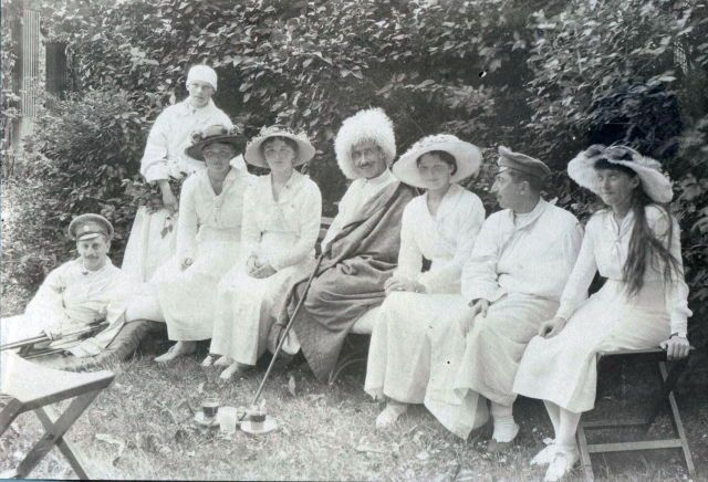 Marie, Olga, Tatiana and Anastasia with convalescing soldiers