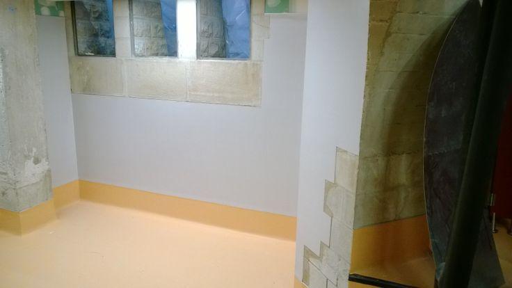 Colober en la obra vestuarios sagrada familia pavimento - Revestimiento vinilico para paredes ...