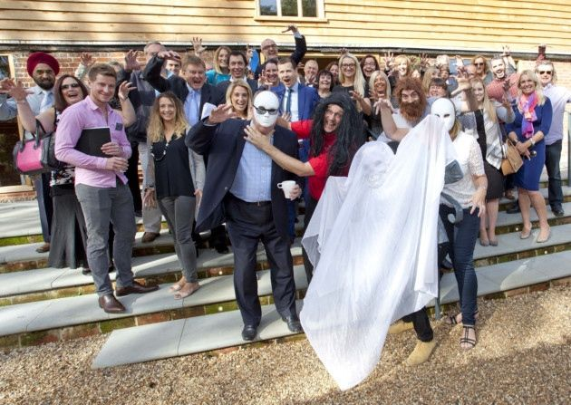 Can you spot our own Ángel Rubia on this photo taken at the ISSBA Meet the Members Networking Event on 28th of September? Judging by the poses, there was an open bar🍺 and nobody told him! 😜 Photo source: Ipswich Star