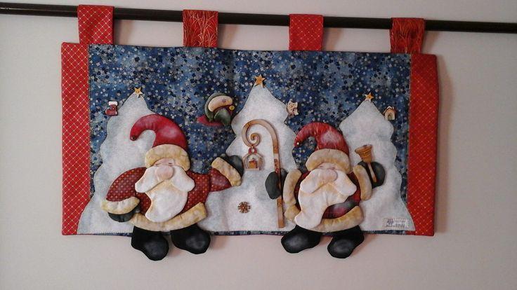 Bando de Natal com aplicação mde papai noel em 3D, botoes, cajado e sino em madeira, em tecidos importado, manta e forro estruturados.