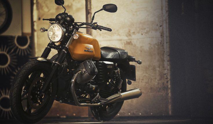 Moto Guzzi V7 Stone Giallo Denso