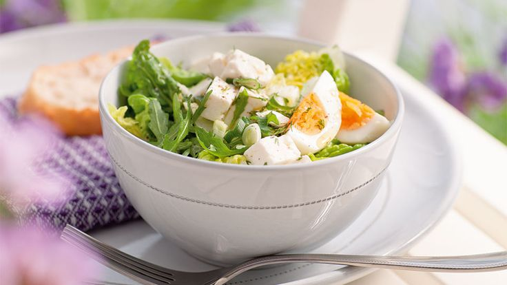 Šalát s balkánskym syrom a vajíčkom