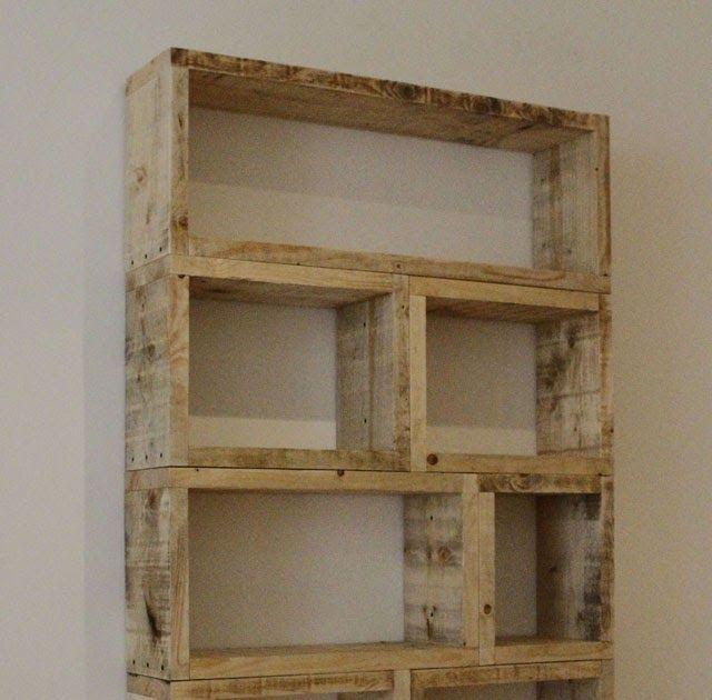 Essas estantes de paletes de madeira podem ser criadas em quaisquer dimensões. Os móveis foram desenhados pelos designers da Relicreation  à...