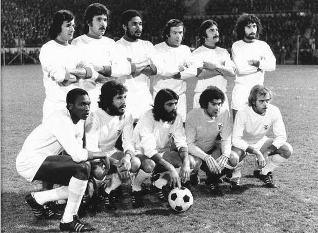 Raríssima foto! PSV Eindhoven-Benfica, 5 de Março de 1975. Nené, Toni, Eusébio, Simões, Vítor Martins e Moinhos. Messias, Humberto Coelho, Barros, José Henrique e Artur!