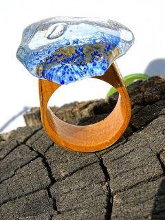 Universul de sticla -design si manufactura: Inele din lemn innobilate cu sticla…