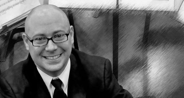 Daniel Hurtado construye un puente entre el rock y la música sinfónica http://crestametalica.com/daniel-hurtado-construye-puente-rock-la-musica-sinfonica/ vía @crestametalica