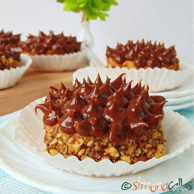 Prajitura Buzdugan de cofetarie Continui seria prăjiturilor clasice de cofetărie şi astăzi vă prezint minunatele, delicioasele, specialele Buzdugane.