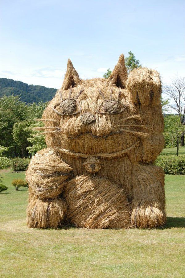 Theres an Annual Straw Art Festival in Japan and it Looks Awesome - Festival de l'art en paille. Chat