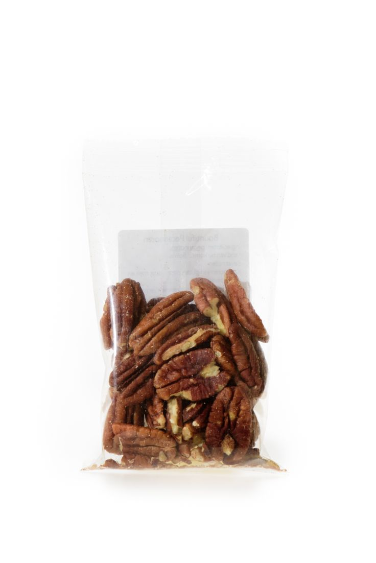 Pecannoten Bio. De pecannoot is verre familie van de walnoot, wat aan zijn uiterlijk al te zien is. Pecannoten zijn heerlijk door de havermout of als extra toevoeging in de muesli. Pecannoten kunnen tevens gebruikt worden ter vervanging van vlees in de vegetarische keuken. Handige snackverpakking!