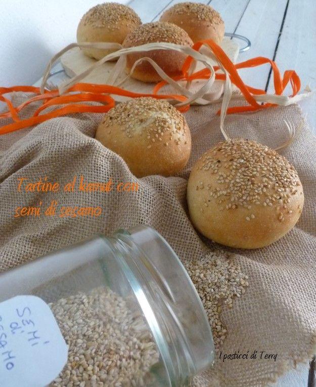 Buon venerdì a tutti. Che ne dite di un bel Panino di Kamut con tanti semini? http://www.ipasticciditerry.com/tartine-kamut-semi-sesamo/