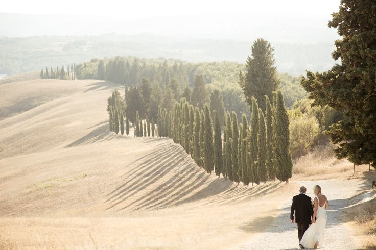 the perfect day for the perfect wedding. Look of the green of the cypresses; the light yellow of the hills and the light blue of the sky. Only in Tuscan you can find it.