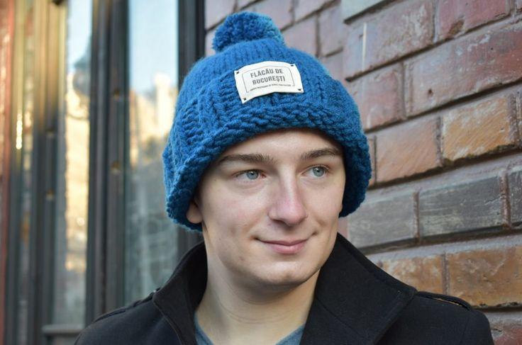 Caciula tricotata pentru barbati #caciula #caciulatricotata #tricotata #cadou #barbati #bucuresti #personlizata #mot #albastra #winter #iarna #hat #knit