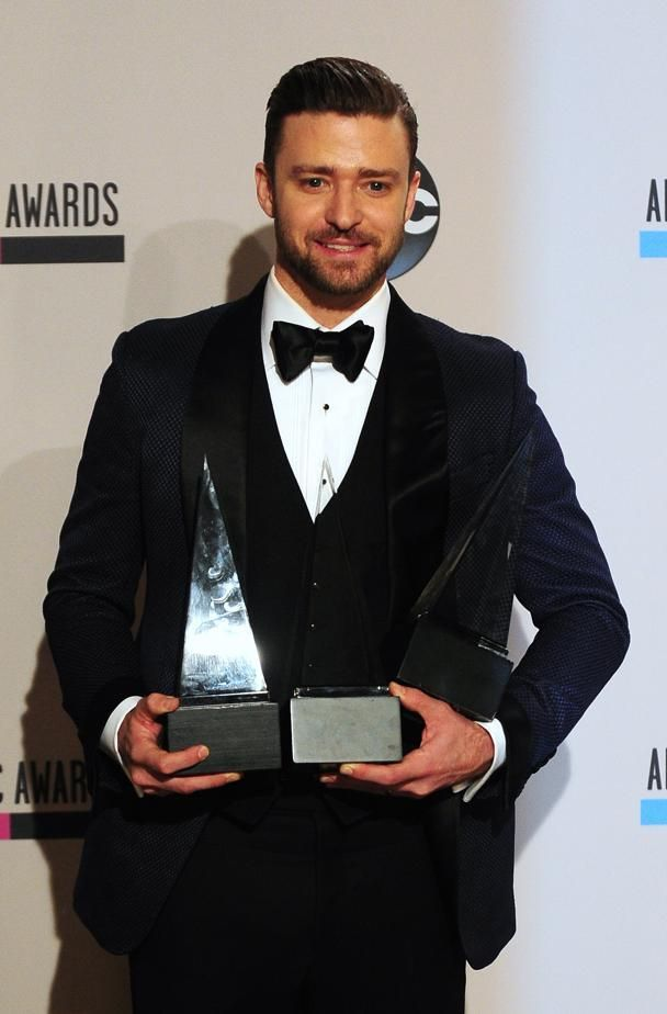 UNITED STATES, Los Angeles : Singer Justin Timberlake, winner of the Favorite Soul/R&B Male Artist, Favorite Pop/Rock Male Artist, and Favorite Soul/R&B Album awards, poses with his three awards in the press room at the 2013 American Music Awards at the Nokia Theatre L.A. Live in downtown Los Angeles, California, November 24, 2013. AFP PHOTO / Frederic J. Brown