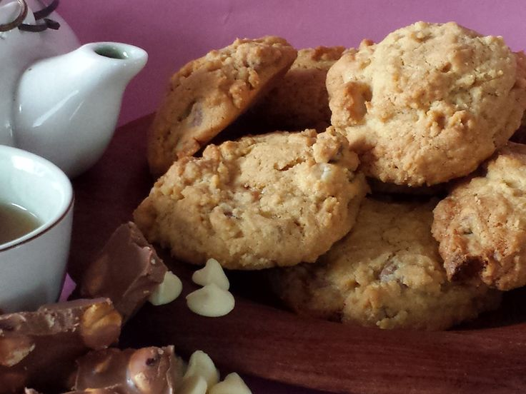 Bookmark this recipe for the kinda crunchy - kinda chewy, extremely high calorie and therefore extremely delicious Double-choc Macadamia biscuits!