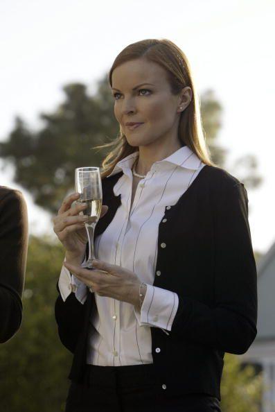Bree Van de Kamp (Marcia Cross) ~ Desperate Housewives ~ Episode Stills ~ Pilot Episode ~ March 2004
