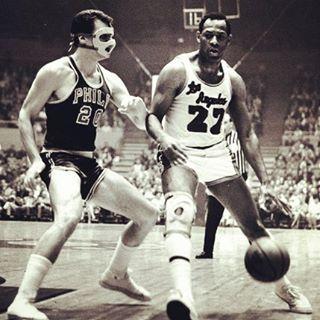 Il y a 44 ans aujourd'hui,  fatigué des blessures et des finales perdues contre les #Celtics, Elgin Baylor décidait de prendre sa retraite. À la fin de cette même saison, les #Lakers remportaient enfin le titre... #elginbaylor #losangeleslakers #NBA #basketball #history