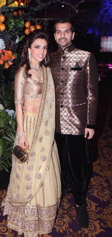 Sabyasachi Mukherjee Lengha #indian #bridal Like us on https://www.facebook.com/beautagonal?ref=tn_tnmn
