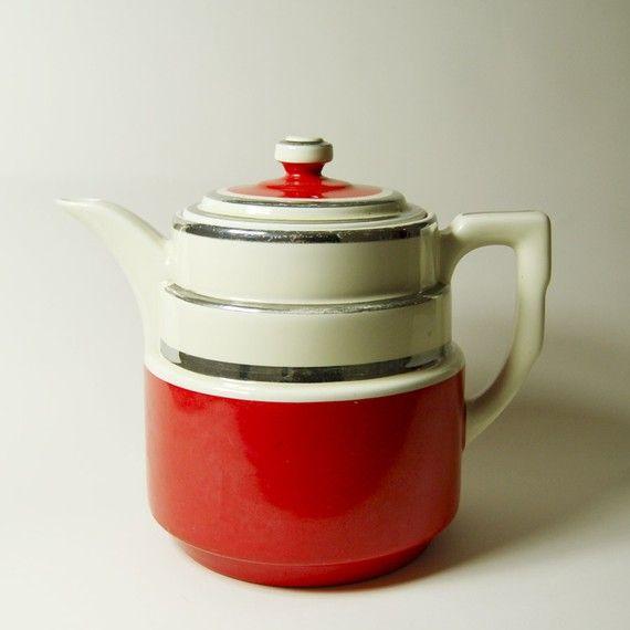 I want this art deco teapot so bad!