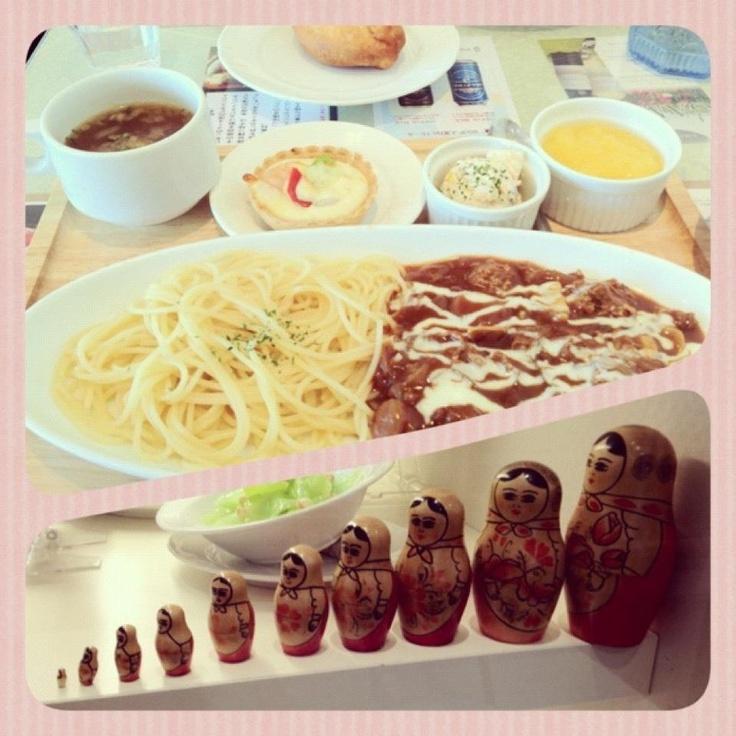 [ロシア料理*2011/12/19]    本日は友達とランチ    ロシア料理のお店で    レディースセット(๑ꆨڡꉺ๑)      @マトリョーシカ (新宿)