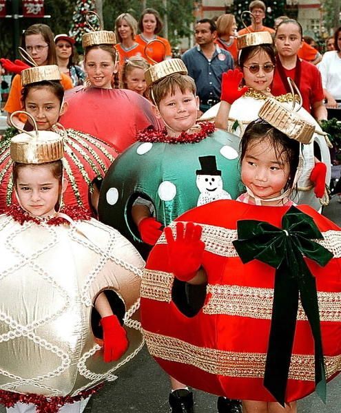 Kids costumed as Christmas tree ornaments were featured in the Disney-MGM holiday parade in 1999.