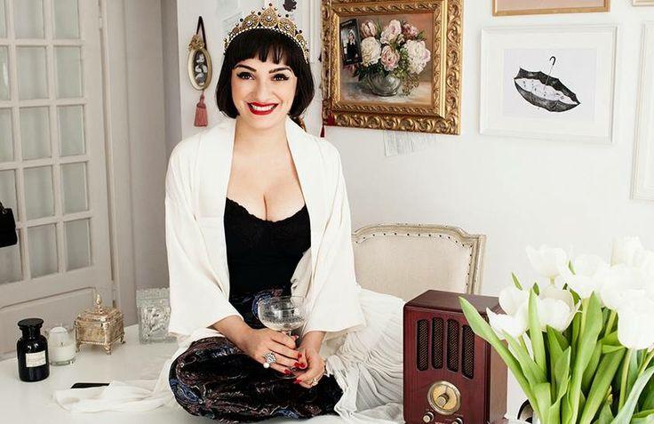 Ana Morodan wearing Tria Alfa designed tiara