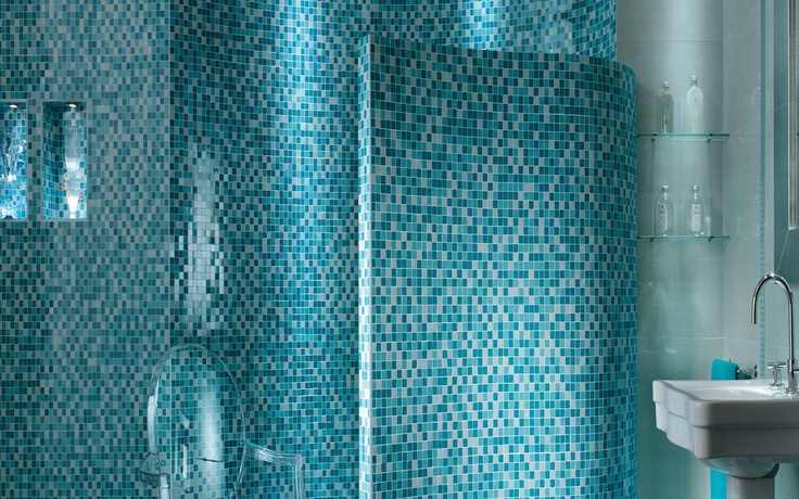 Collection: FAP Crea / Mosaico Azzuro   Curved bathroom walls give these square mosaics a whole new dimension.