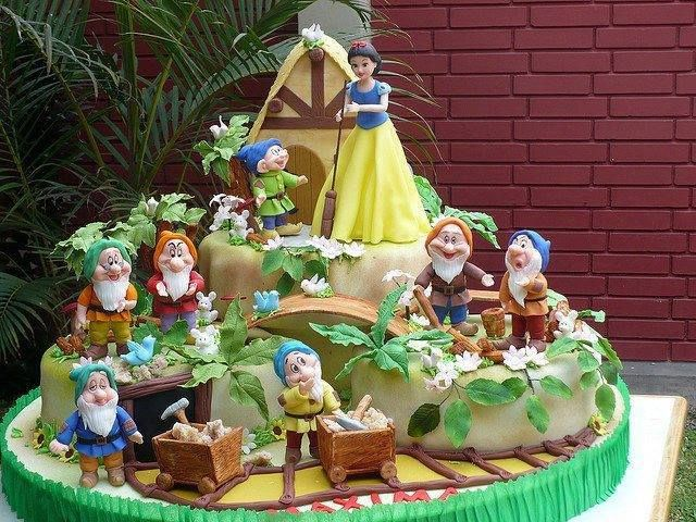 Snow White and the seven dwarfs cake