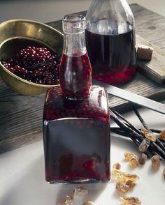Selbstgemachter Hollerlikör   http://eatsmarter.de/rezepte/hollerlikoer-0 Come and see our new website at bakedcomfortfood.com!