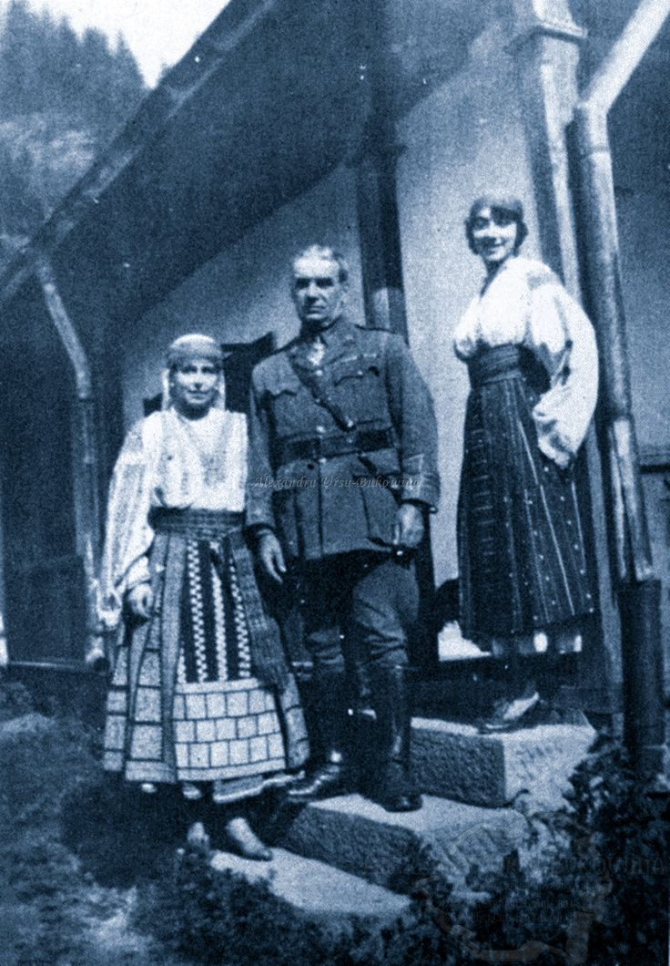 Queen Marie of Romania, and Joe Boyle at Bicaz, Romania in 1918.