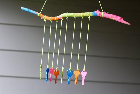 Készíts varázslatos szélcsengőt régi kulcsokból házilag!