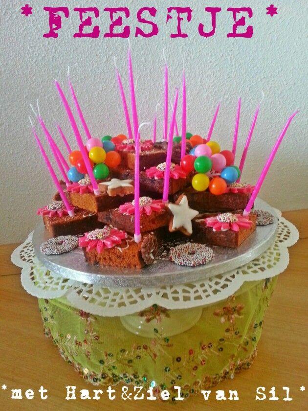 ~Ontbijtkoek-taart met bloemen van fondant~