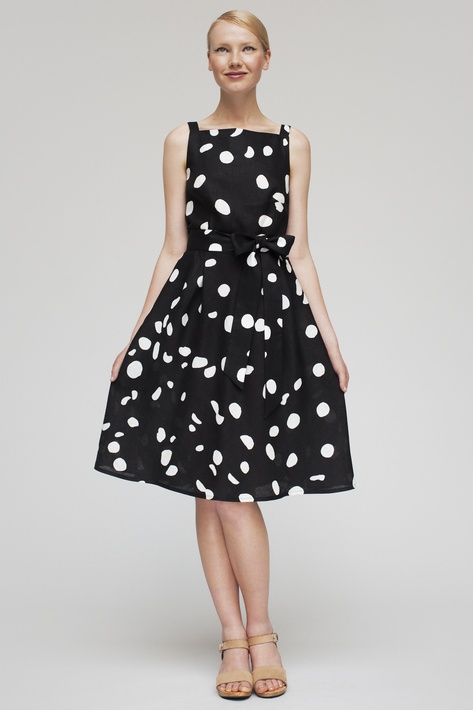 Marimekko Clothing Marimekko clothing tends to feature classic prints that showcase the bright colors and quality construction which has gained the brand's clothing such high praise.